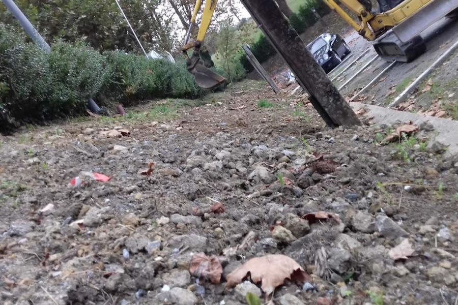Trabajo de jardineria con excavadora en Hondarribia