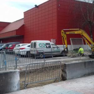 Demolición de muro y acera en ordizia - Gipuzkoa