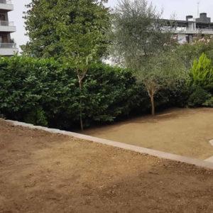 Relleno y extendido de tierra vegetal en jardín de Donostia-San Sebastián