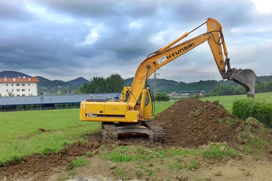 Construcción de aparcamiento en Oiartzun. Retro Excavadoras