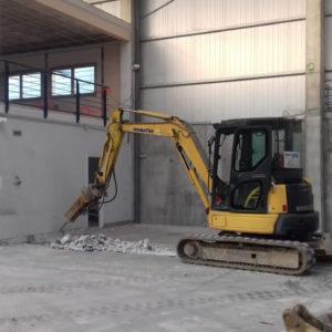 Excavaciones de zanjas para canalización de saneamiento en Gipuzkoa con mini excavadora.