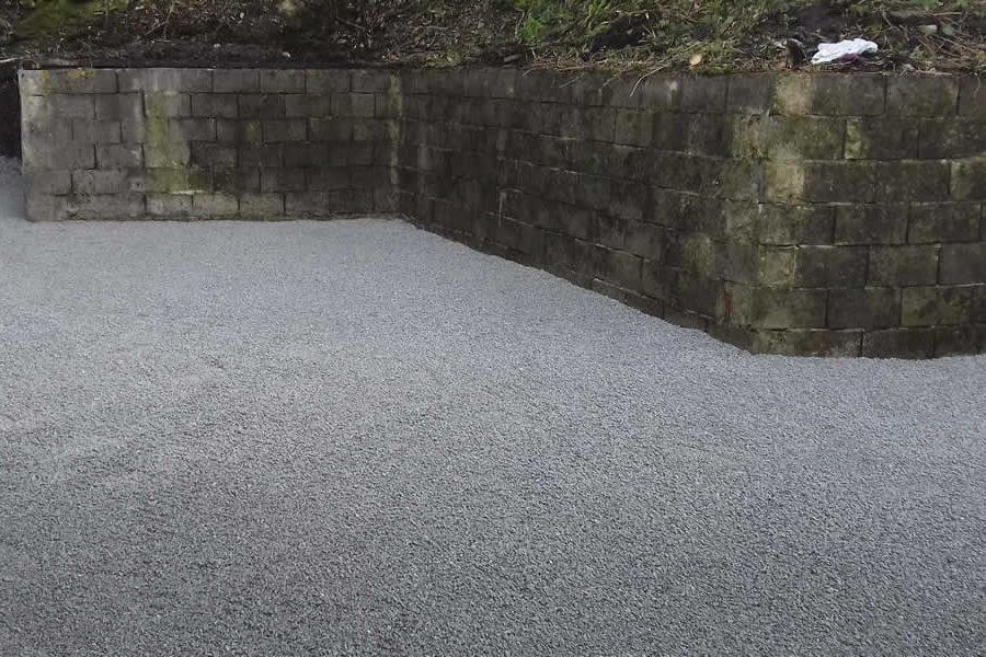 Limpieza de jardín con excavadora en Donostia