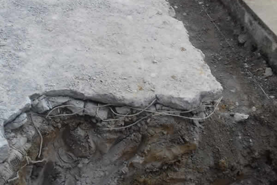 Renovación de aceras con miniexcavadora en Hernani