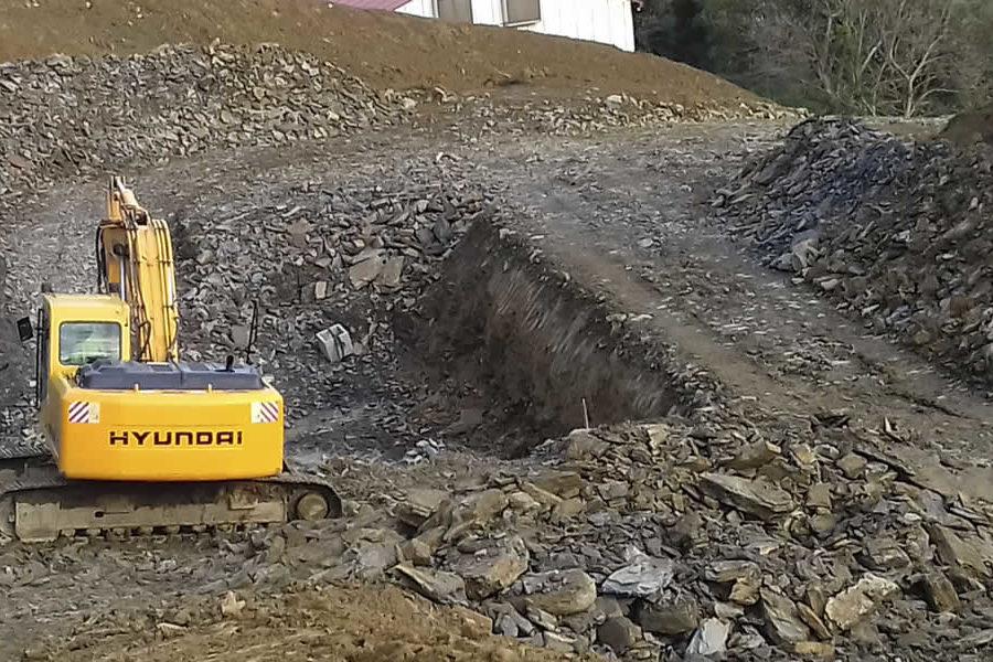 Excavación desmonte en Zarautz con retroexcavadora