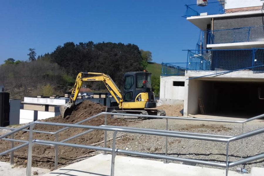 Urbanización con excavadora en Gipuzkoa, Lasarte